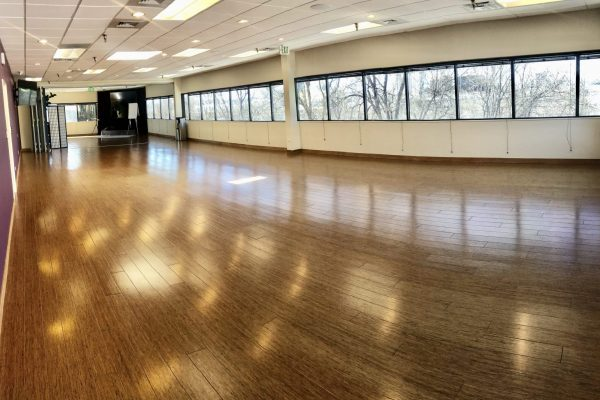 1265 ft² — A crown jewel of the HUH Institute, the Infinity Room spans the western wing, offers incredible panoramic views of the mountains, and overlooks our community gardens.